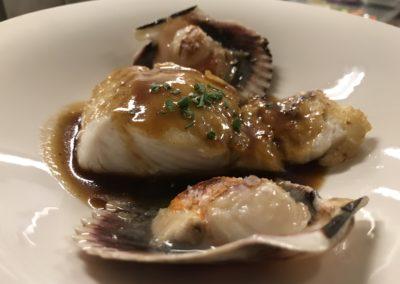 Merluza con jugo de carne y zamburiñas en el Molin de la Pedrera Cangas de Onis Asturias